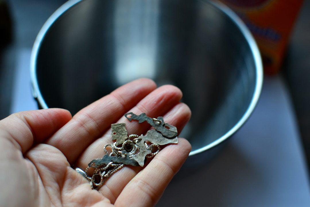 Karbonat İle Gümüş Nasıl Parlatılır
